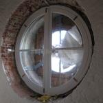 Kruglye-okna-iz-massiva