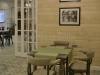 Derevjannyj-stol-dlja-kafe-Inter'er-Pljus
