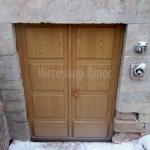 Деревянная дверь в подсобное помещение