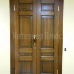 Красивая дверь из массива