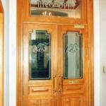 Фасадный дверной блок из массива дуба
