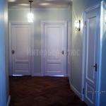 Двери из массива древесины с окраской