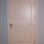 Деревянные двери с окраской