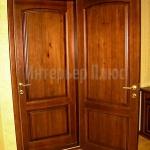 Деревянный дверной блок в офис