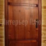 Тонированная входная дверь из дерева