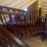 Лестница из массива с поворотом