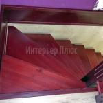 Лестница из сосны в частном доме