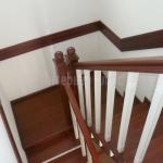 Лестница с двухцветной окраской