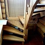 Лестница из дуба в частном доме