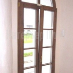 Деревянное окно в дом