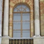 Арочное окно из массива дуба