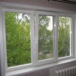Деревянное окно со стеклопакетом.