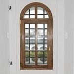 Арочное деревянное окно со стеклопакетом