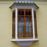 Реставрационные работы, воссоздание исторического окна.