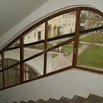 Деревянное окно сложной формы со стеклопакетом