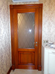 Филенчатая дверь из массива на заказ