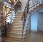 Лестница из массива с кованными элементами