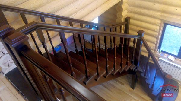 Красивая лестница из массива