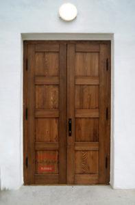 Дверь из массива на заказ
