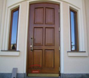 Красивая деревянная дверь