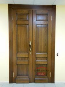 Входная дверь из массива с патиной