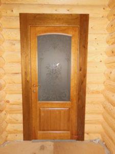 Оригинальная деревянная дверь